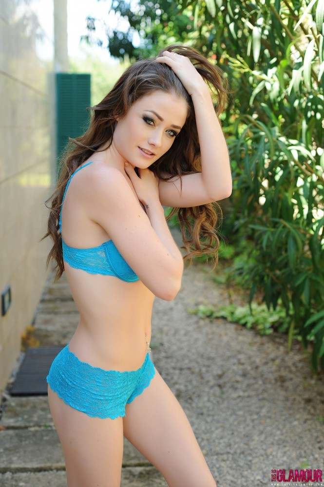 Jessica Impiazzi Strips Nude From Her Blue Bra And Thong