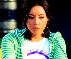 Aubrey Plaza stays home and rubs her cunt
