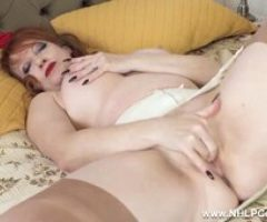 Busty cougar Red wanks in retro girdle nylons and heels