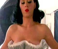 Katy Perry Making Them Jiggle.