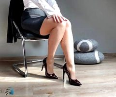 secretary's feet in pantyhose & high heels – business-bitch