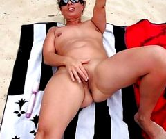 Wonderfull Lisa masturbate at the beach