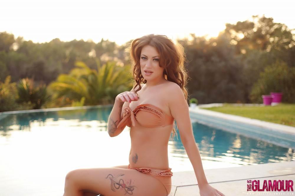 Becky Holt – Slips Out Of Her Bikini And Gets Naked By The Pool
