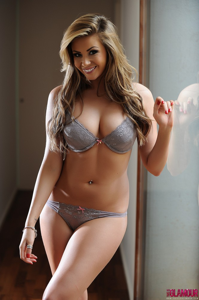 Leah Francis – Sexy Strip By The Window