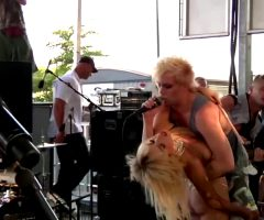 Lady Gaga – Bodysurfing.