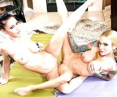 Milfs Jessica Jaymes & Sarah Jessie in hot lesbian fuck fest