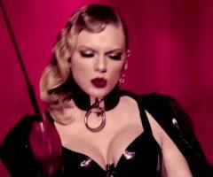 Taylor Swift – Boobs