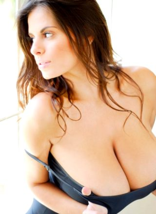 Ampleboobscleavage – Wendy Fiore