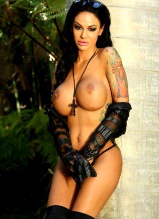 Angelina Valentine – Black
