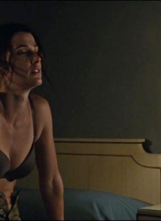 Cobie Smulders In A Bra In Jack Reacher 2