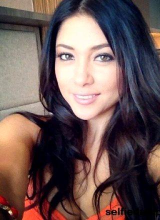 Hot Girl Selfie