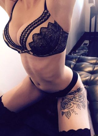 I Am A Hot Chick With Tattoos.