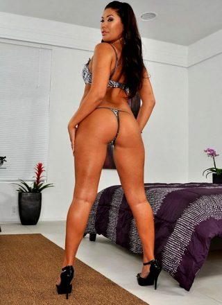 Invading Your Priv-assy – London Keyes – Big Butts Like It Big