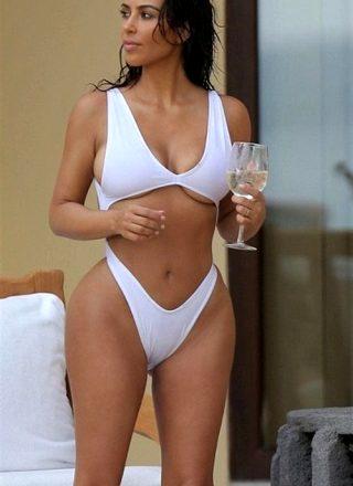 Kim Kardashian ….. Looks Delicious