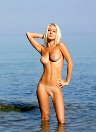 Paola Nude In The Water Femjoy