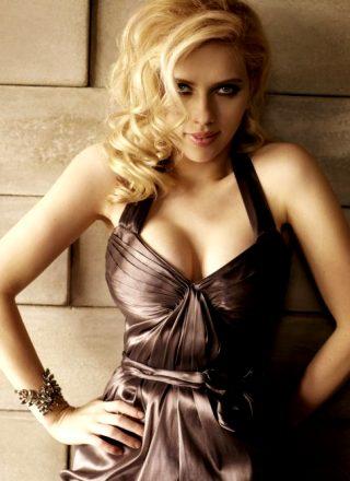 Scarlett Johansson – Photoshoot For Cosmopolitan August 2008